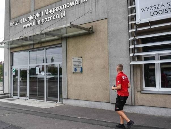 Po utracie pracy w ILiM miękkie lądowanie zapewni Marcinowi Hajdulowi etat w Wyższej Szkole Logistyki, która mieści się w tym samym budynku. Postanowiono