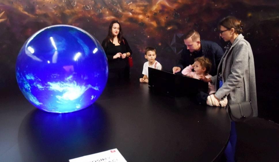 Film do artykułu: Kosmiczne Mikołajki w Planetarium Wenus w Zielonej Górze. Sale i hol planetarium należały do najmłodszych mieszkańców [WIDEO, ZDJĘCIA]