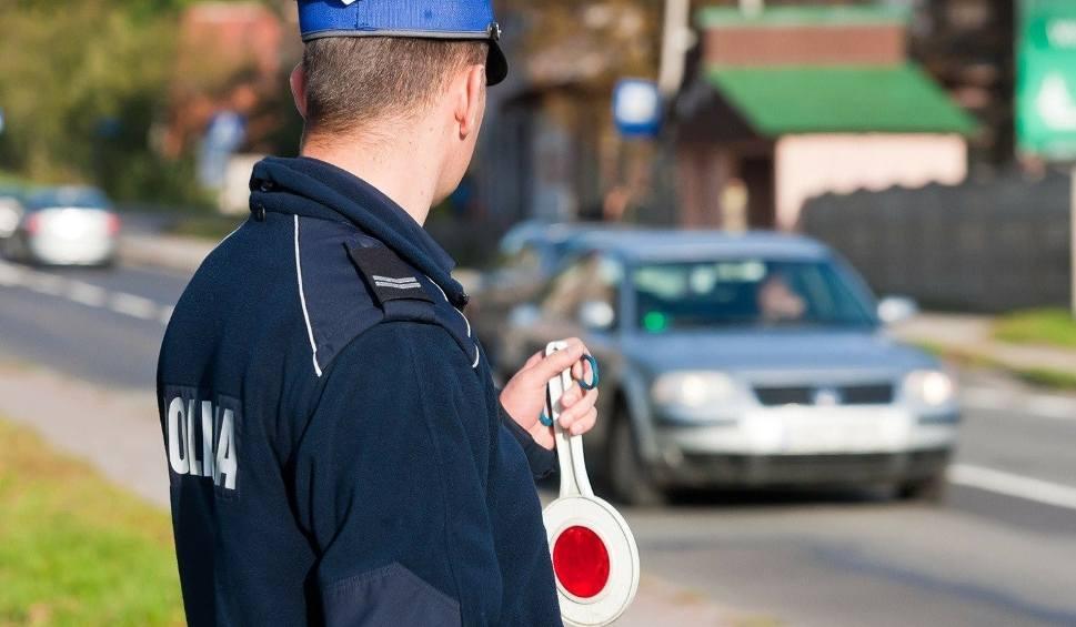 Film do artykułu: Policjantka z Kępic jechała 110 km/h w terenie zabudowanym