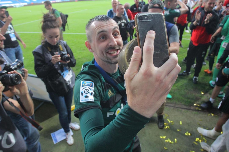 Tak Legia świętowała z kibicami w Poznaniu [ZDJĘCIA, WIDEO]