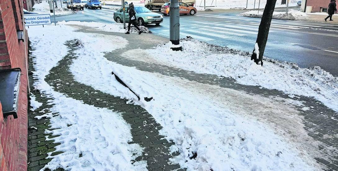 Róg ul. Boh. Westerplatte i Mierosławskiego. Ten rejon miasta odśnieżają Ogrody SC