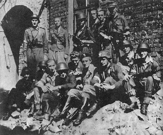 """Żołnierze Pułku """"Baszta"""", do którego należał Jean Gasparoux"""