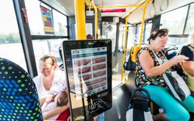 Terminale do zbliżeniowego opłacania przejazdów komunikacja miejską pojawiły się w autobusach i tramwajach w ub. roku. System do tej pory ma problem