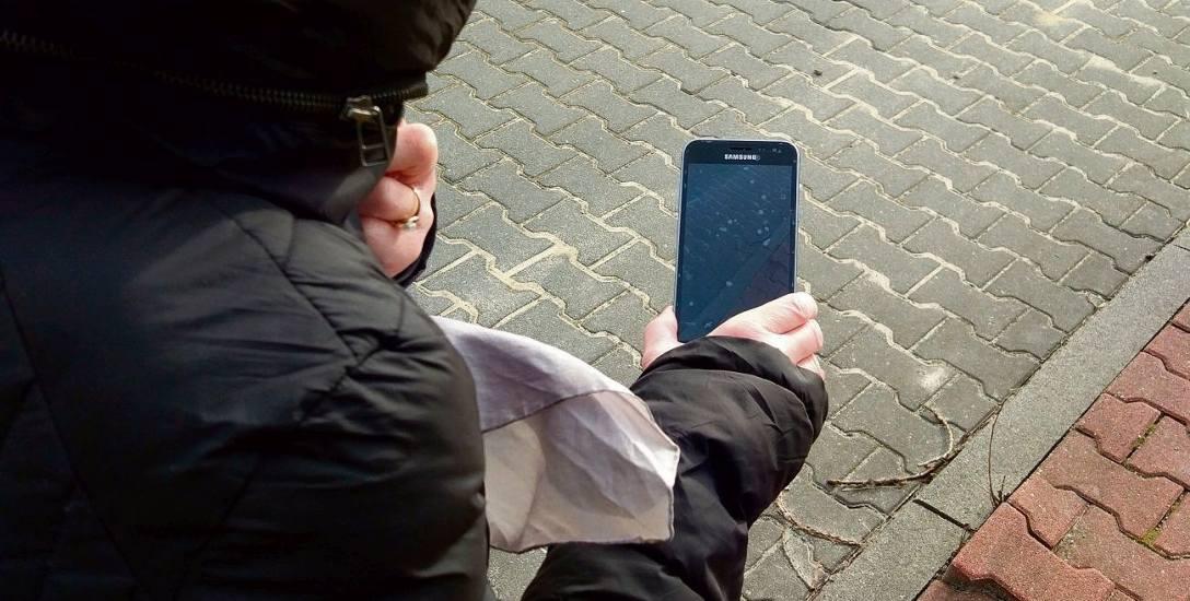 Według urzędników, jeśli przewrócimy się na nierównym chodniku, musimy zrobić jego zdjęcie.