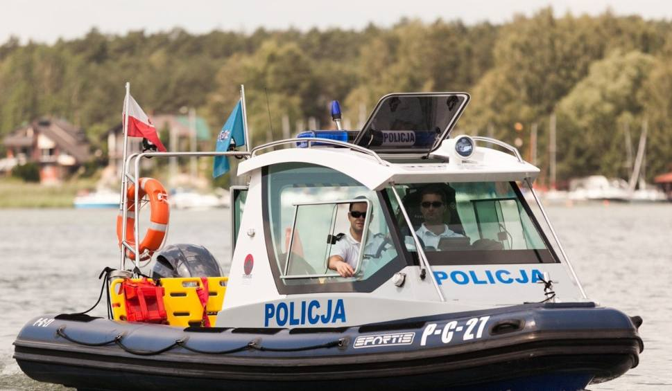 Film do artykułu: Akcja ratunkowa na Zalewie Koronowskim. Przewróciła się łódka, którą płynęła rodzina