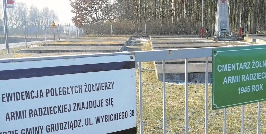 Na cmentarzu w Pieńkach Królewskich  spoczywa około 250 żołnierzy radzieckich, którzy polegli podczas walk o Grudziądz.