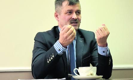Paweł Mikłasz był sekretarzem gminy, ale go zwolniono. Funkcję wójta pełni od listopada 2014 roku.