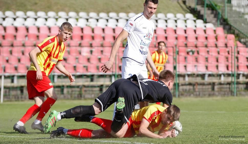 Film do artykułu: Kulisy meczu 3 ligi między Koroną II Kielce i Lewartem Lubartów w obiektywie. Gospodarze wygrali 1:0 po golu Strzebońskiego