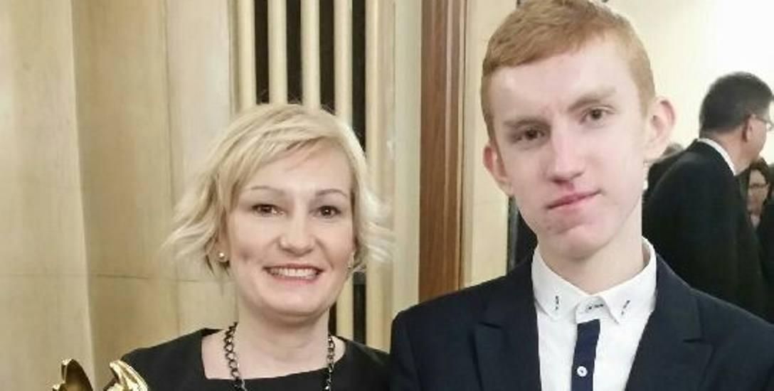 Doktor Renata Heise z synem na gali wręczenia nagród w plebiscycie Anioły Medycyny i Anioły Farmacji.
