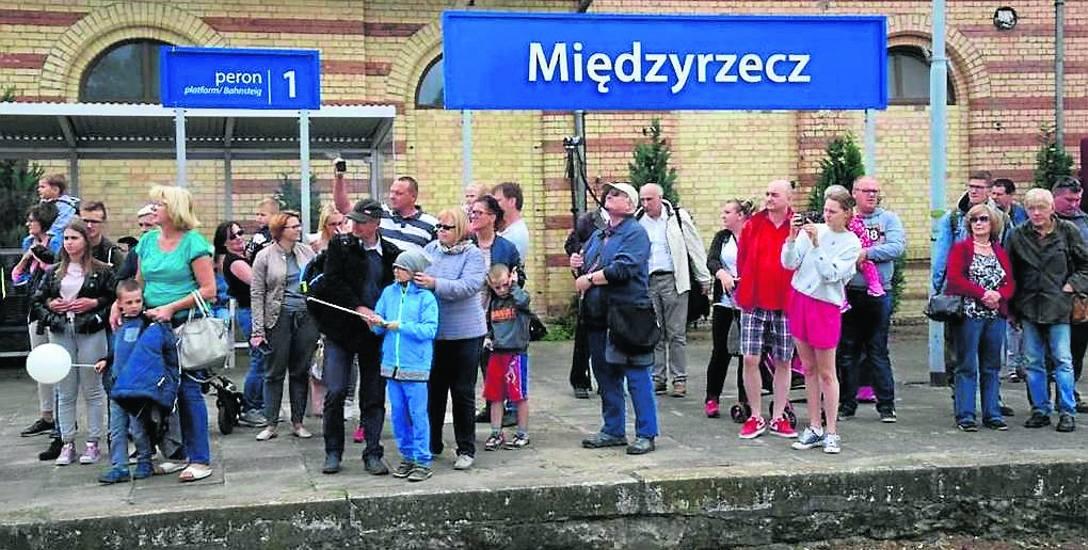 Miłośnicy turystyki chcą, by międzyrzecka stacja tętniła życiem jak podczas parady lokomotyw