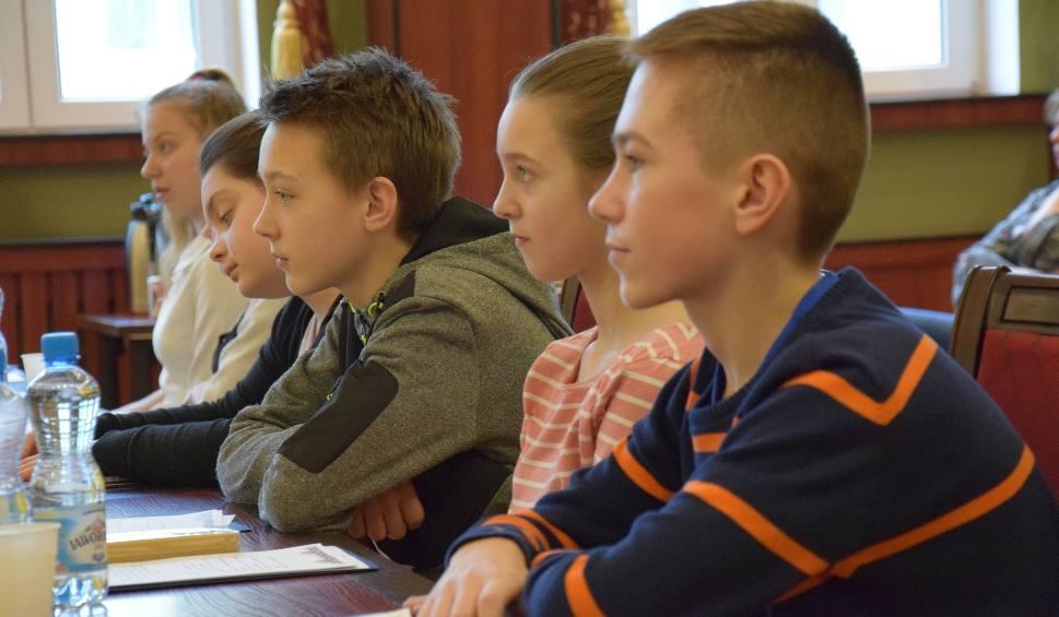 Film do artykułu: W Żarach młodzi będą decydować. Mają swoje forum  [ZDJĘCIA, WIDEO]