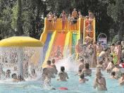 Ochłoda na basenie? Dla młodszych i starszych to jeden z ulubionych sposobów na spędzenie wakacji