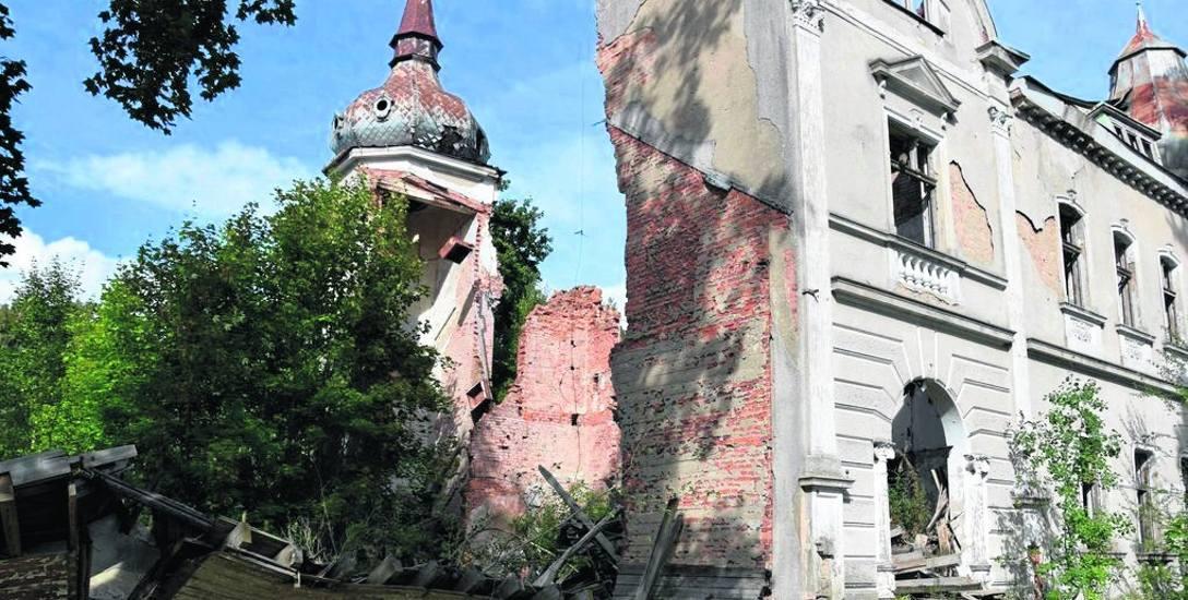 Jeszcze kilka lat, a z resztek XIX-wiecznego pałacu w Radaczu koło Szczecinka nie pozostaną nawet ruiny, a jedynie kupa gruzu