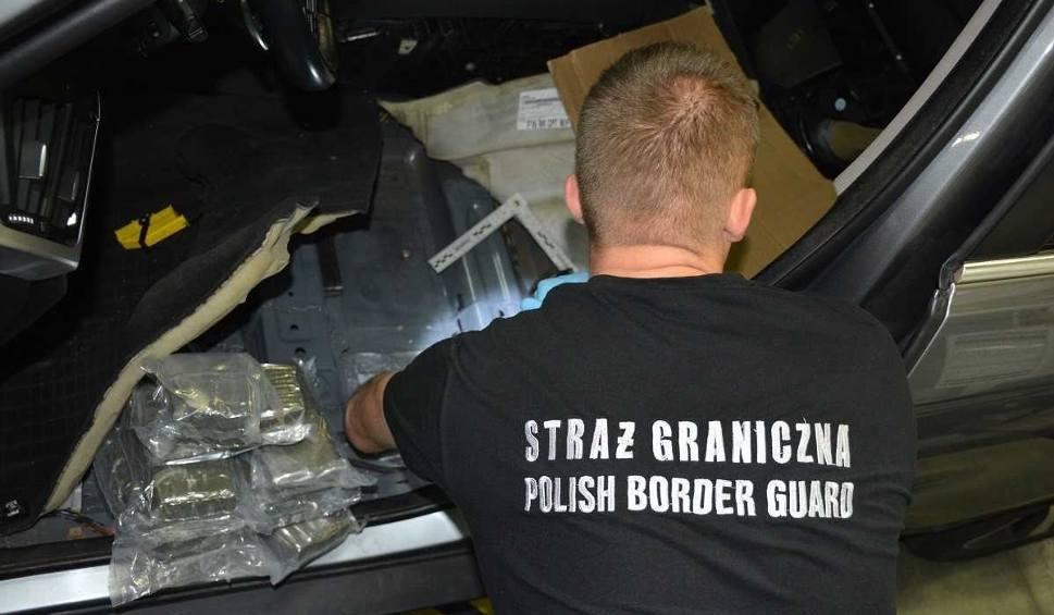 Film do artykułu: Rosjanin wiózł w luksusowym BMW narkotyki warte 3,5 mln złotych! Zatrzymali go pogranicznicy z Kuźnicy