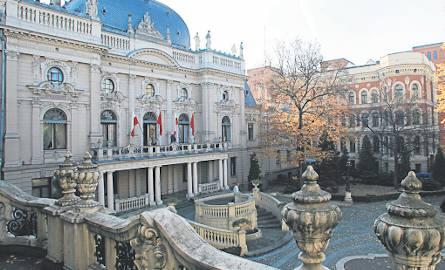 Piękno niedostrzegane, czyli widok pałacu Poznańskiego od ogrodu, który ma być odnowiony.