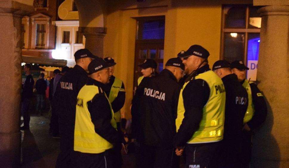 Film do artykułu: Ostatni wieczór Winobrania pracowity dla policjantów [ZDJĘCIA]