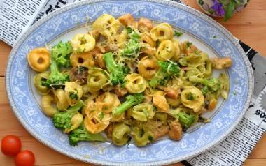 Gotowe tortellini z mięsem i warzywami to pomysł na szybki obiad.