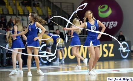 Cheerleaders podczas meczu koszykarskiej ekstraklasy AZS Koszalin - Arged BMSlam Stal Ostrów Wielkopolski.