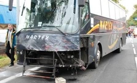 Vectra zderzyła się z autobusem.