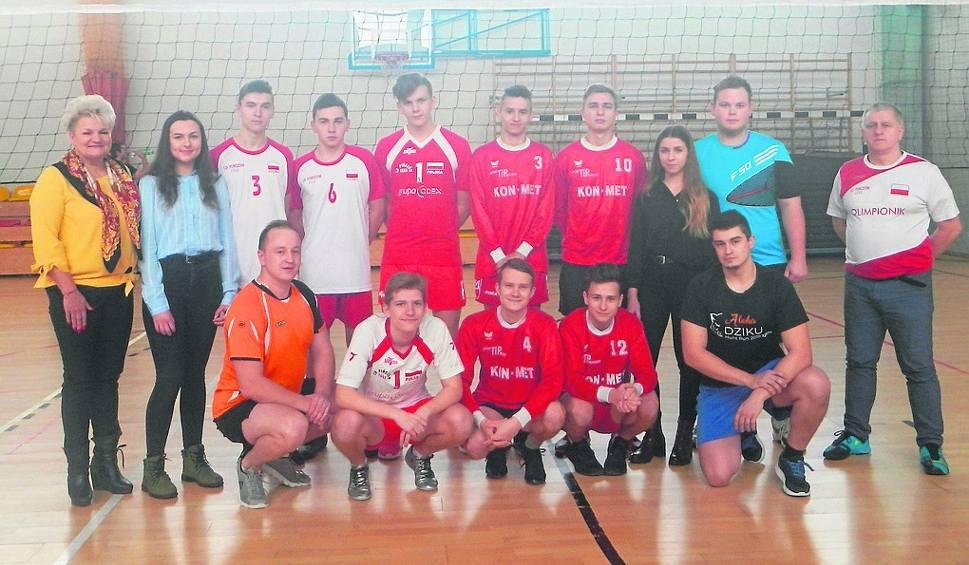 Film do artykułu: W Kijach walczyło dziewięć drużyn. Najlepsi byli Luzacy