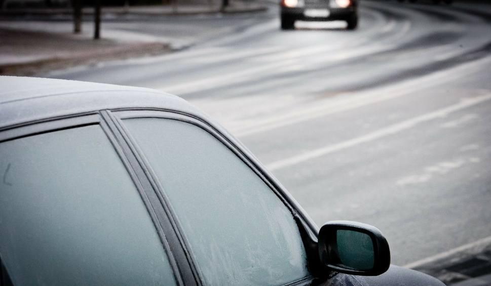 Film do artykułu: Uwaga kierowcy! Będzie bardzo ślisko. IMGW wydał ostrzeżenie dla województwa lubuskiego przed marznącymi opadami
