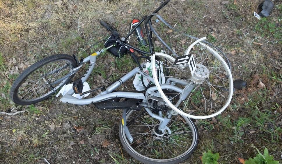 Film do artykułu: Śmiertelny wypadek w gminie Grabów nad Pilicą. Policja zatrzymała sprawcę potrącenia rowerzysty. To 27-latek z powiatu zwoleńskiego