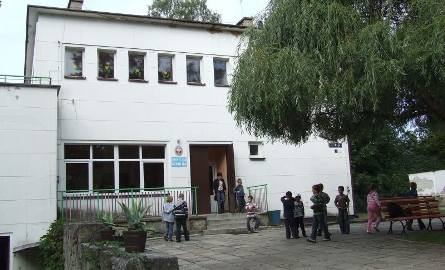 W wilii zwanej Paulusówką mieści się świetlica szkolna. W czasie II wojny bywał tu podobno feldmarszałek Friedrich von Paulus.