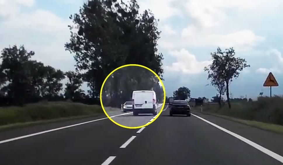 Film do artykułu: Dostawczak wyprzedza, osobówka musi uciekać. Stop Agresji Drogowej, odcinek 5 [wideo]