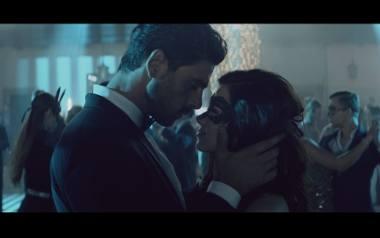 """""""365 dni"""" -  pierwszy polski film erotyczny już wzbudza kontrowersje. Kiedy premiera? Zwiastun filmu na podstawie książki Blanki Lipińskie"""