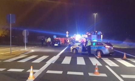 Samochód potrącił trzy kobiety na przejściu, dwie zginęły na miejscu na DK 86