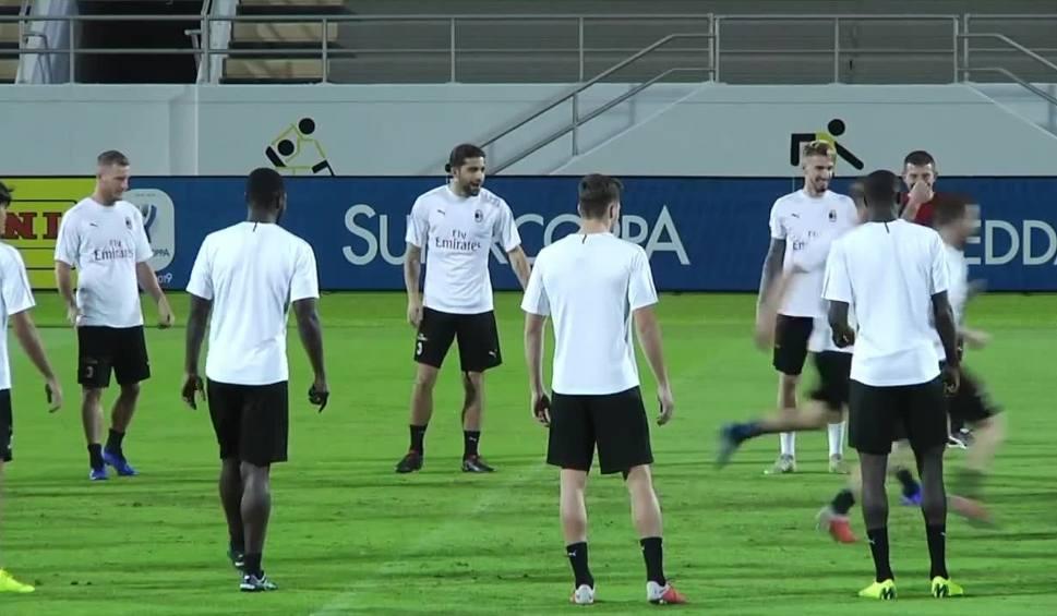 Film do artykułu: O Superpuchar Włoch powalczą w... Arabii Saudyjskiej. Piłkarze Juventusu i Milanu odbyli ostatni trening przed meczem