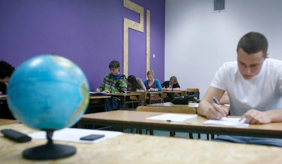 Film do artykułu: Matura 2018 matematyka [ODPOWIEDZI]. Co będzie na egzaminie? [ARKUSZE, PRZECIEKI - 7 maja 2018]