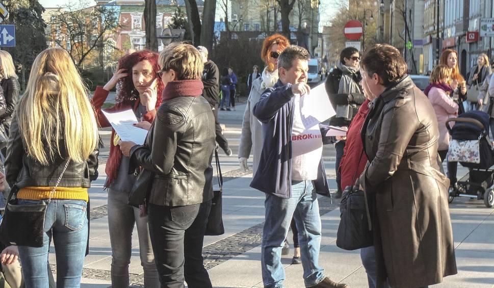 Film do artykułu: Nauczyciele protestowali w Słupsku (wideo, zdjęcia)