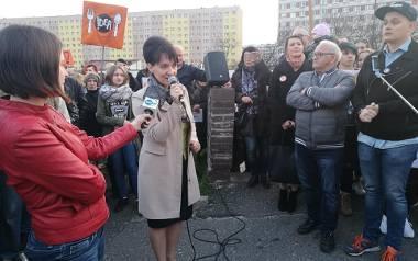 14 kwietnia mieszkańcy na wiecu w sprawie poparcia dla nauczycieli. Była też prezydent Anna Hetman