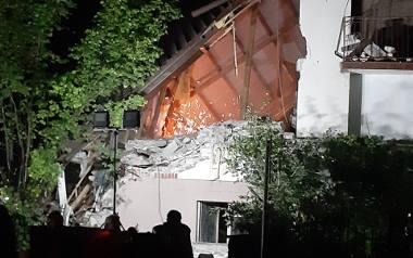 Dramatyczna akcja ratunkowa w Chodlu. Ratownicy odnaleźli w nocy ciała dwóch osób. Zobacz zdjęcia i wideo