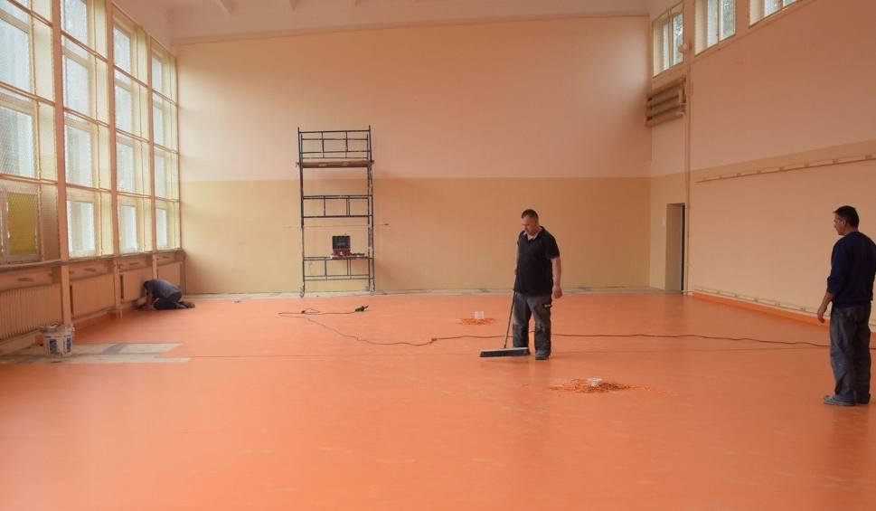 Film do artykułu: Szkoła w Bęczkowie zyskuje nowy blask. Wyremontowano salę gimnastyczną i sale przedszkolaków