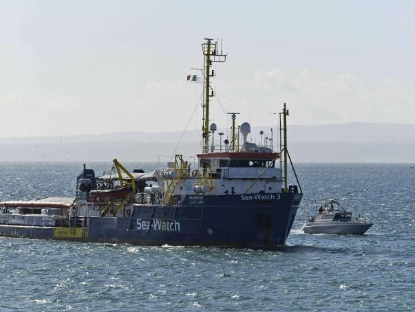 """Włoski szlaban dla statków ratujących nielegalnych migrantów ma morzu. """"Mogą dryfować i do sylwestra"""""""