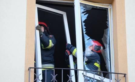 Do zdarzenia doszło we wtorek po godz. 14 na ul. Tarnawskiego w Przemyślu, w bloku na II piętrze.Ulatniający się gaz wybuchł, gdy 57-letni mężczyzna
