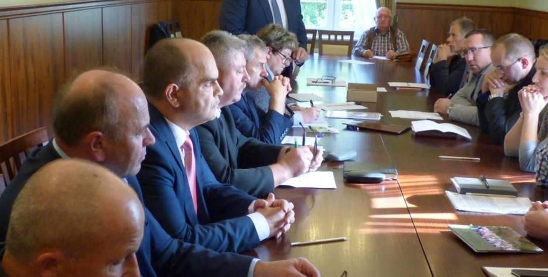 Czarne. Mariusz Kopczak pozbawiony mandatu radnego za bycie pełnomocnikiem w firmie swojej żony