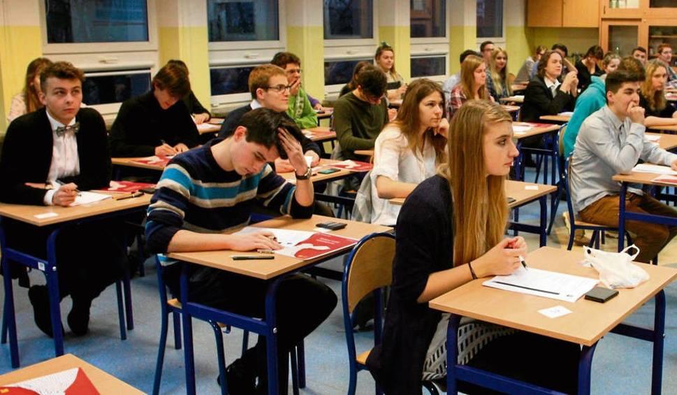 Film do artykułu: Kraków. Trzy gimnazja będą jednak przekształcone w licea