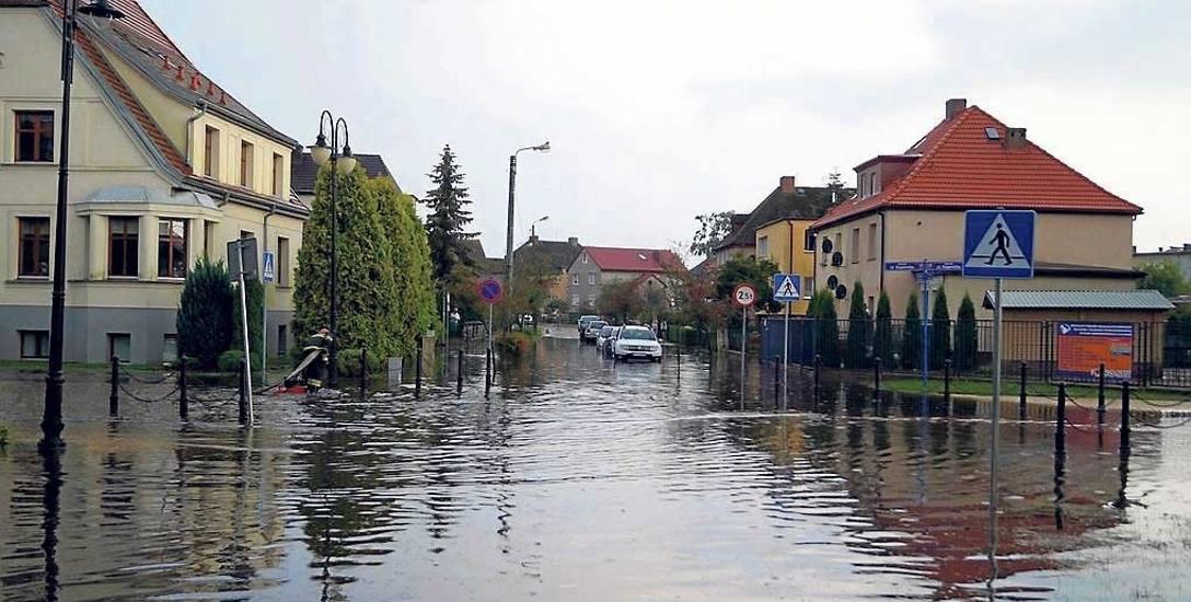 Potop na wyremontowanej ulicy Kopernika w Sławnie. -To wina starego kolektora - tłumaczą władze miasta