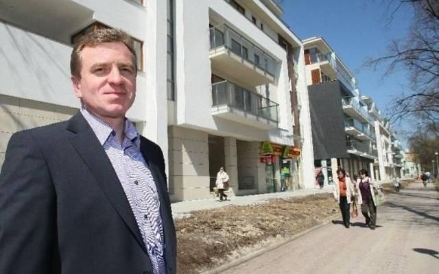 Promenada Solna to luksusowy budynek wybudowany w jednym z najpiękniejszych zakątków Kielc. Prezentuje go prezes firmy Unimax Grzegorz Mazur.