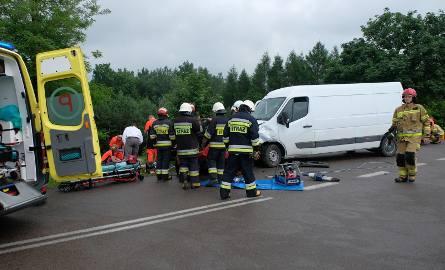 Do wypadku doszło w poniedziałek o godz. 12 na drodze wojewódzkiej nr 884 w Reczpolu (gm. Krzywcza), w powiecie przemyskim.- Ze wstępnych ustaleń policji