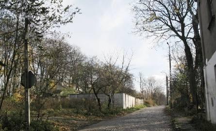 Drewniane domy, szopy i bita droga wyłożona kamieniami – tak przez wiele lat wyglądała ulica Kijowska