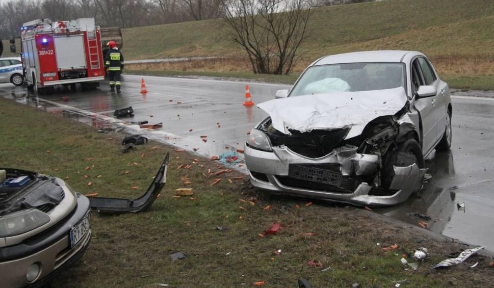 Film do artykułu: Zderzenie na Wisłostradzie w Tarnobrzegu. Ranni kierowcy. były utrudnienia w ruchu