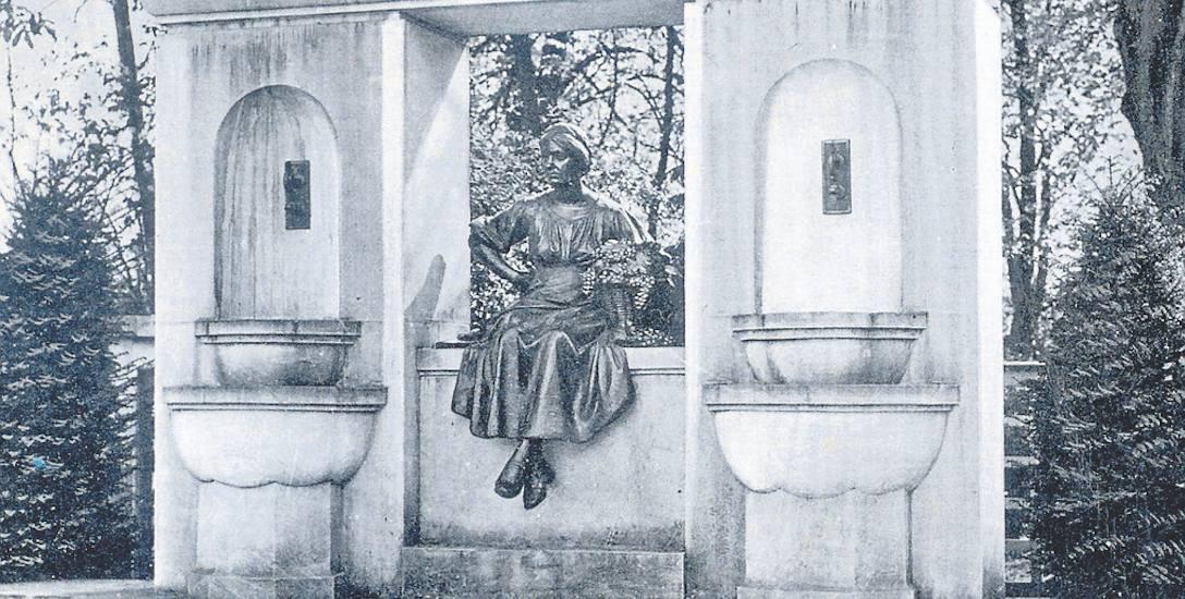Pomnik Winiarki Emmy pojawił się w Zielonej Górze w 1937 roku. W czasie II wojny światowej zaginął bezpowrotnie. Jego autorem był prof. Arnold Kramer.
