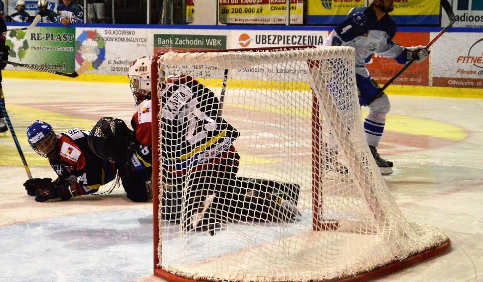 Film do artykułu: Hokej. W pojedynku Unii z Podhalem w głównej roli byli bramkarze [ZDJĘCIA]