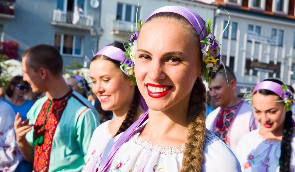 Film do artykułu: IX Podlaska Oktawa Kultur. Barwna parada rozpoczęła święto folkloru (zdjęcia, wideo)