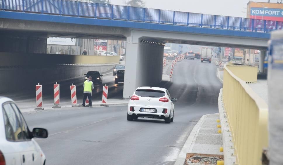Film do artykułu: Tarnów. Pod wiaduktem na Krakowskiej można już przejechać dwoma nitkami jezdni [ZDJĘCIA]