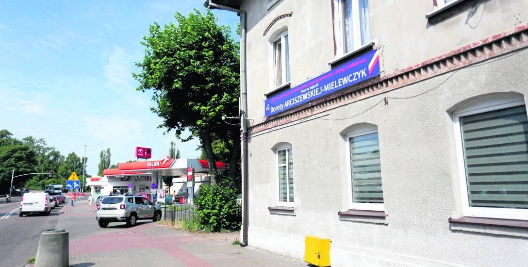 Lokal numer 2 przy ulicy Grunwaldzkiej 7 w Ustce miasto wynajmuje posłance PiS. Ustecka PO zarzuca miastu rozrzutność